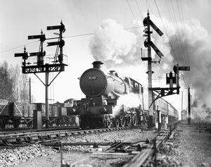 Castle class 4-6-0 locomotive, No 5082 'Swordfish', leaving Scours Lane hauling the 11