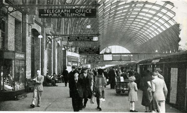 King's Cross station, London, British Railways. View along the busy platform 10, with the 10.00 service to Edinburgh (the Flying Scotsman) preparing for departure. c1949-50