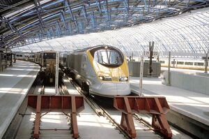 Eurostar service at Waterloo Station, by Chris Hogg, 1999. This extension to Waterloo